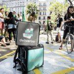 La cooperativa que preparan los ex-repartidores de Deliveroo distribuirá productos de la economía social