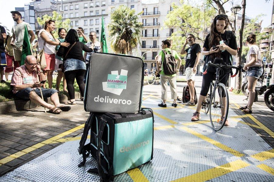 Protesta de los trabajadores de Deliveroo en Barcelona