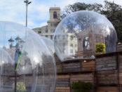 Dos 'ingravidolles' en la Fira del Consum Responsable de Barcelona