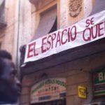 El Ayuntamiento de Barcelona media para evitar el desahucio del Espacio del Inmigrante