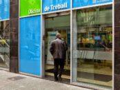 Una persona entra en una oficina del Servei d'Ocupació de Catalunya foto: Diari del Treball