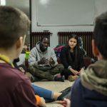 Luchar contra el racismo desde la base: los manteros explican su experiencia a los jóvenes