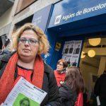 Amb l'aigua al coll: famílies que no poden pagar els subministraments bàsics acumulen deutes de més de mil euros