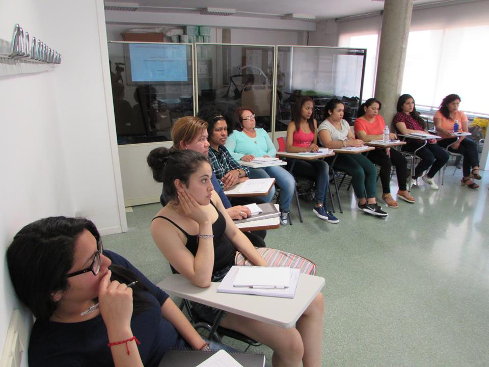 A Mujeres p'alante fan formació per ajudar les dones a sortir del ninxol dels treballs de la llar foto: Mujeres p'alante