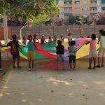 Escoles invisibles: no matricular un infant perquè a la porta del centre s'esperen mares amb vel