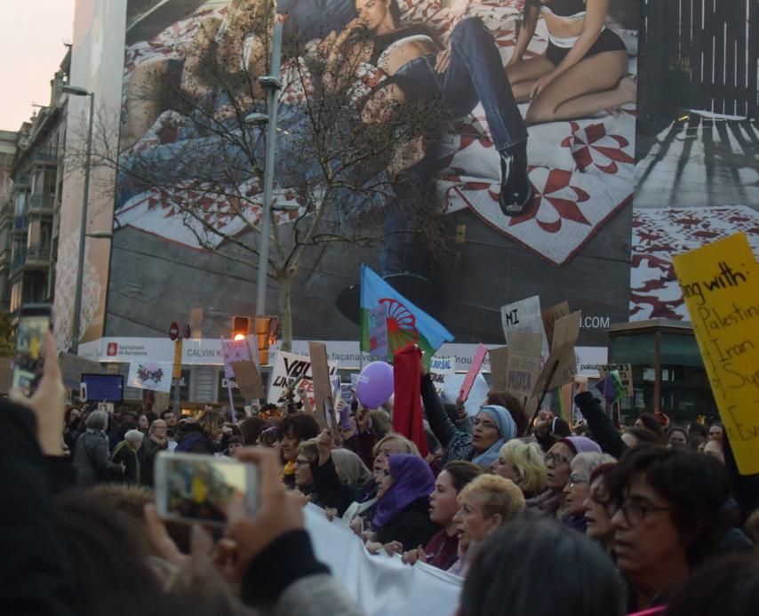 La manifestació del 8 de març ha aplegat diversitat intergeneracional foto: Tomeu Ferrer