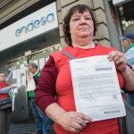 Assetjament telefònic i per carta: l'última mesura de pressió contra els afectats per pobresa energètica