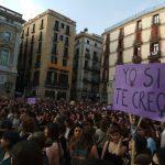 """Crit unànime als carrers contra la sentència de 'la manada': """"No és abús, és violació"""""""