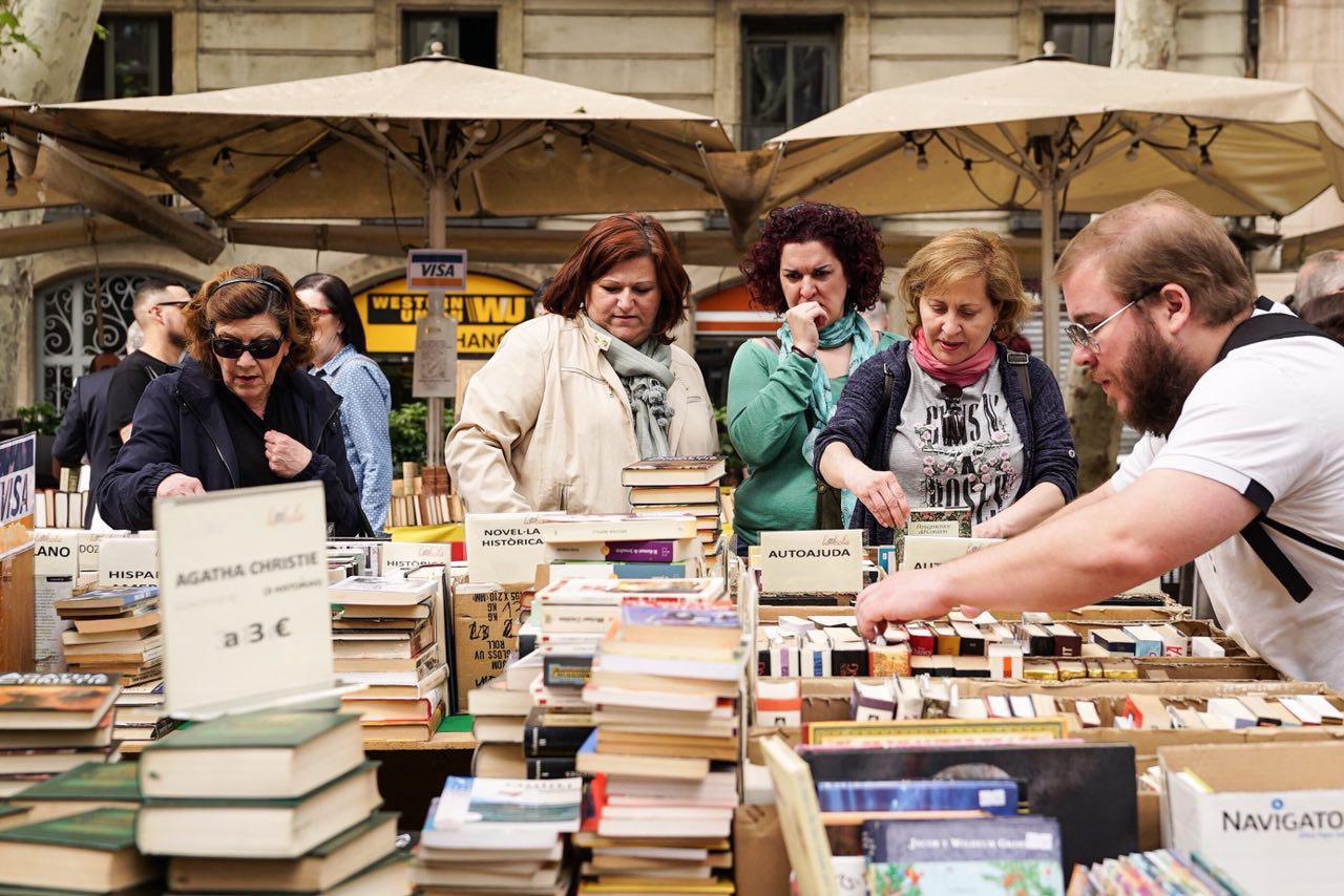 Sant Jordi suspende en paridad: sólo en la categoría infantil y juvenil la presencia de autoras es mayoritaria