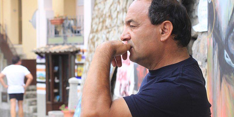 "Mimmo Lucano, el ""alcalde cabezota"", resiste"