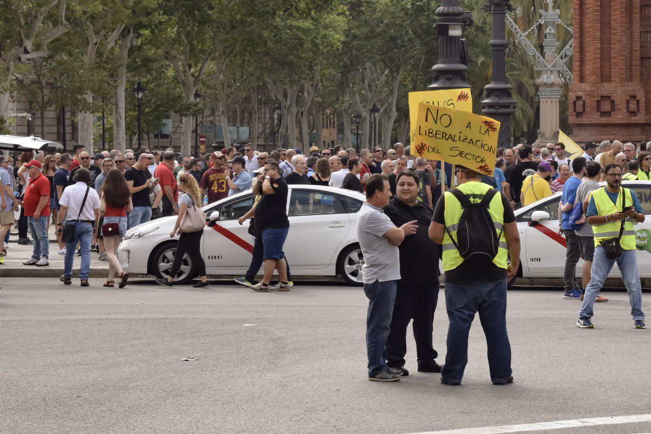 Protesta de taxistes davant la competència d'Uber i Cabify foto: iStock
