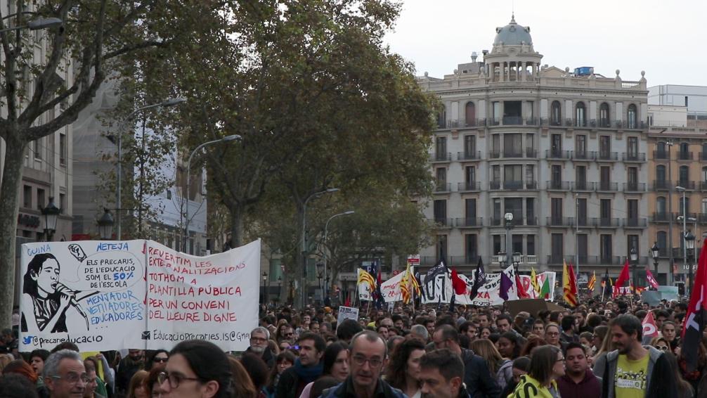 Aspecte de la Plaça de la Universitat a l'inici de la manfestació foto Victòria Oliveres