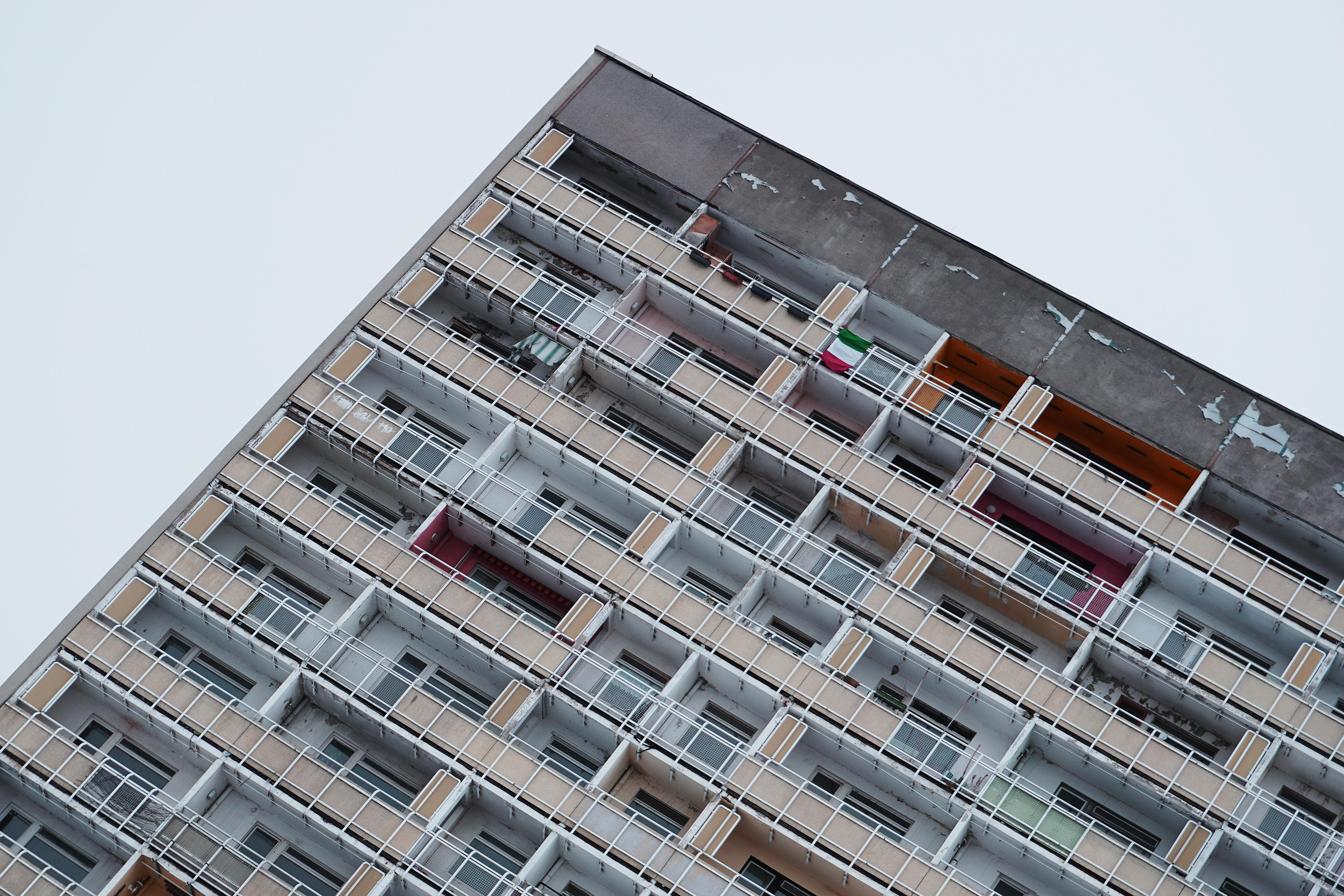Luces y sombras en la batalla para conseguir más vivienda social en Catalunya