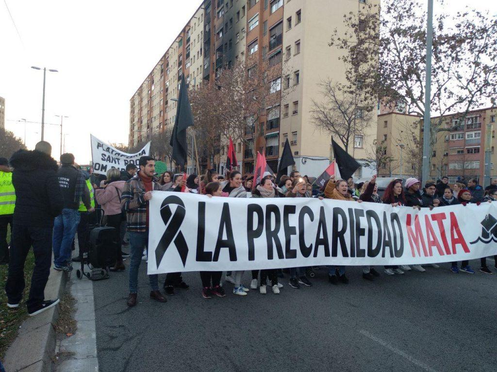 Manifestació a Sant Roc per l'incendi d'un bloc de pisos foto: Tomeu Ferrer