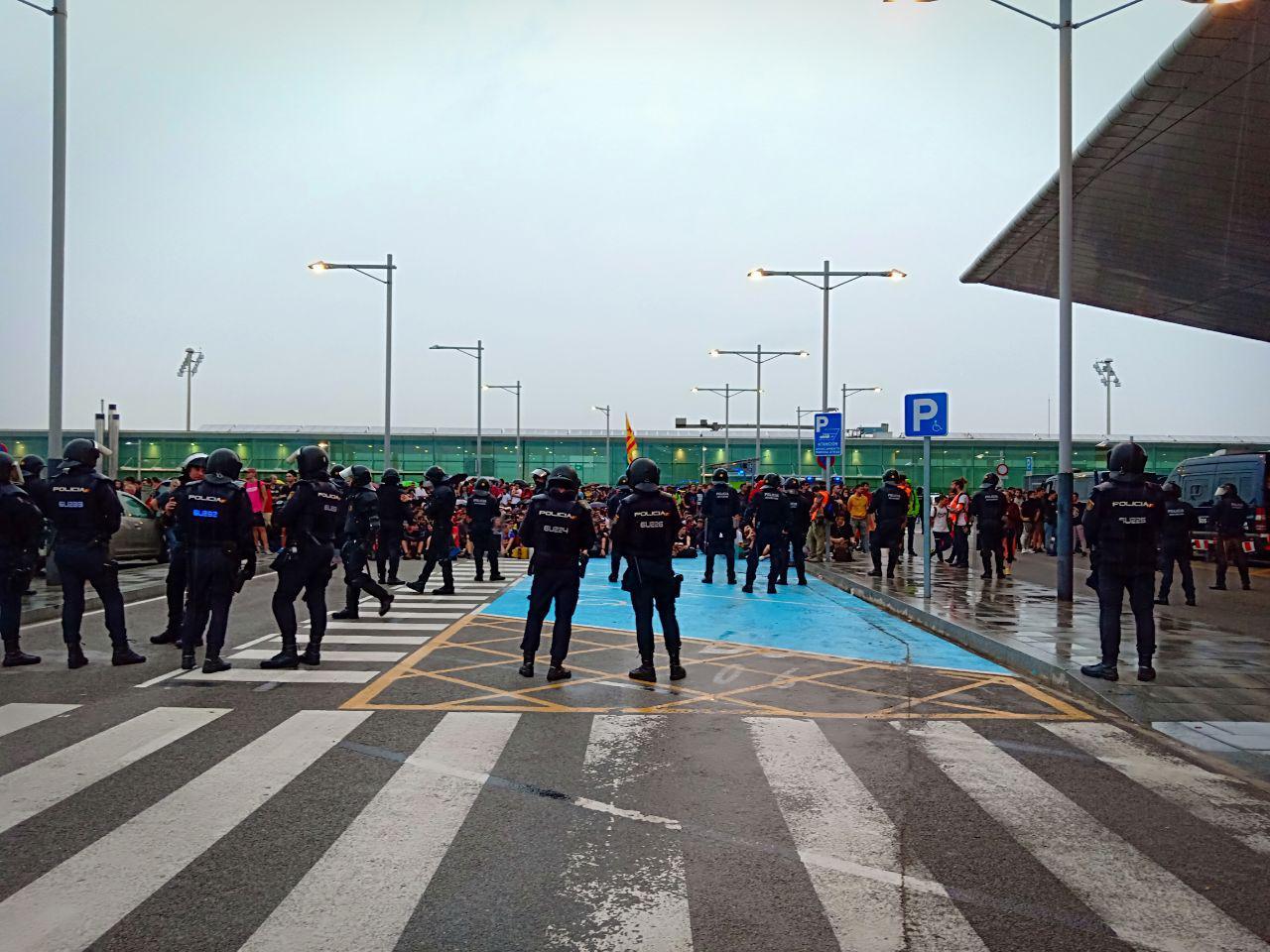 Desplegament de policies a l'Aeroport del Prat