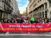 Capçalera de la manifestació contra la Llei Aragonès, a Via Laietana foto: Tomeu Ferrer